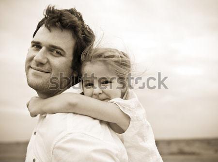 Heureux jeunes père peu fille extérieur Photo stock © dashapetrenko