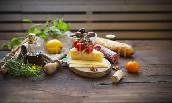 Cucina italiana ingredienti legno olio d'oliva sfondo tavola Foto d'archivio © dashapetrenko