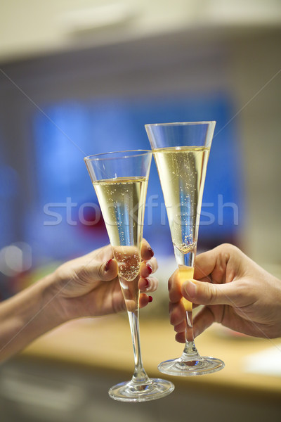 Stok fotoğraf: şampanya · gözlük · adam · kadın · eller · kalma