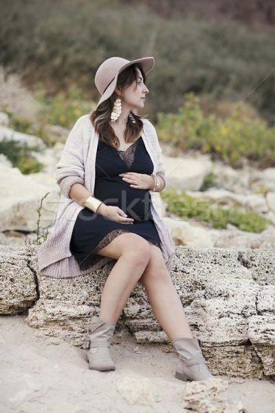 Divatos terhes nő fekete ruha kint kalap nő Stock fotó © dashapetrenko