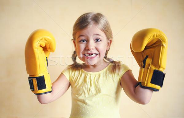Little girl amarelo luvas de boxe parede menina poder Foto stock © dashapetrenko