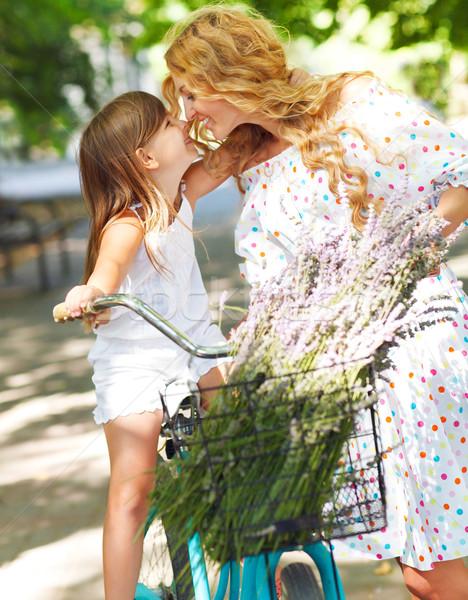 Mooie gelukkig jonge vrouw fiets dochter beide Stockfoto © dashapetrenko