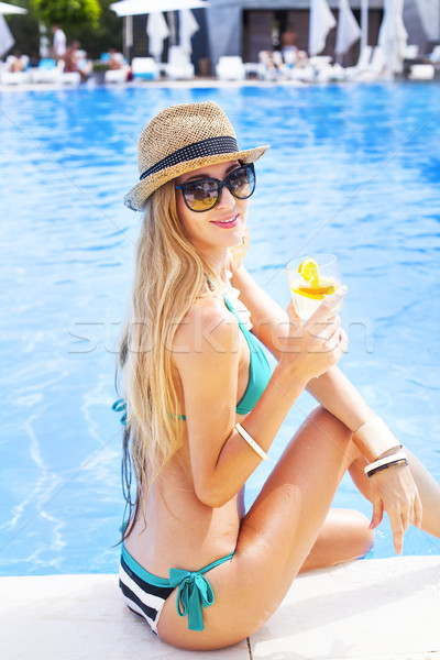 Güzel sarışın kadın kokteyl yüzme havuzu Stok fotoğraf © dashapetrenko