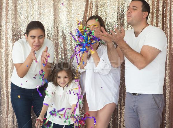 Felice giovani famiglia confetti due Foto d'archivio © dashapetrenko