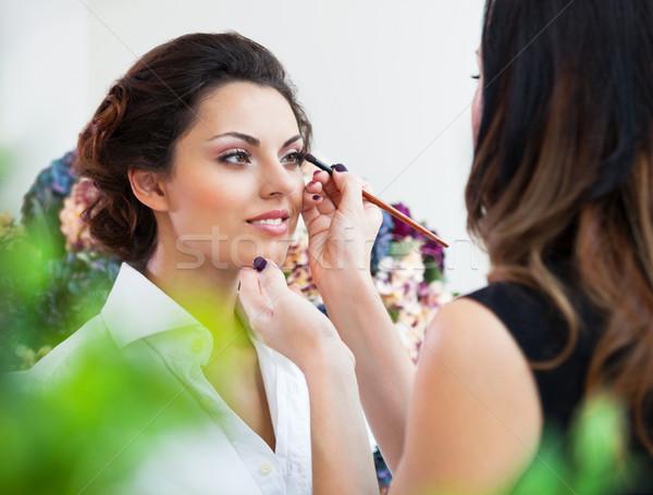 Sminkmester smink fiatal gyönyörű menyasszony jelentkezik Stock fotó © dashapetrenko