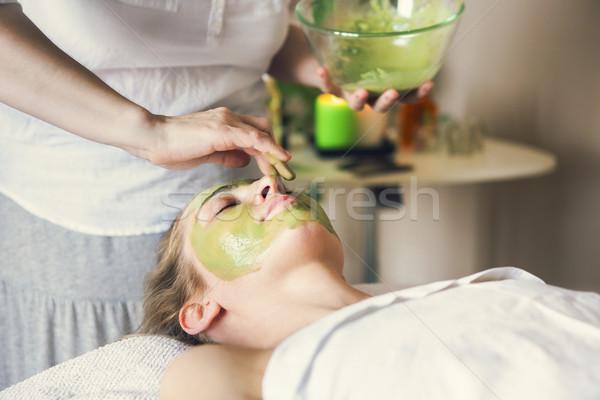 Belo mulher argila cara máscara Foto stock © dashapetrenko