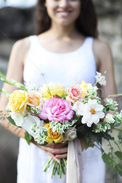 Fiatal menyasszony fehér esküvői ruha tart gyönyörű Stock fotó © dashapetrenko