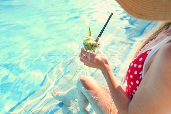 Foto d'archivio: Vetro · limonata · piscina · donna · mano