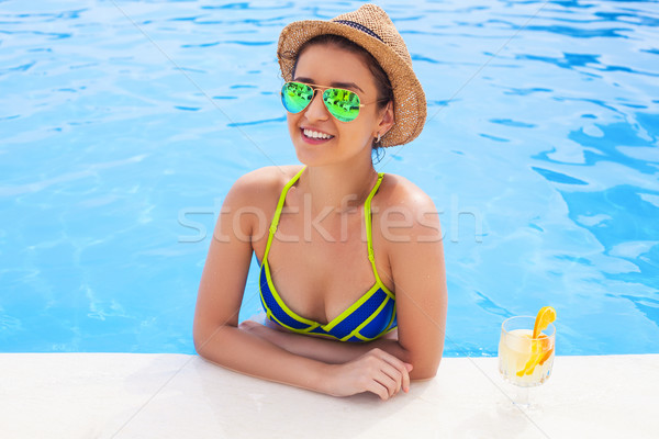 довольно брюнетка женщину лимонад Бассейн Сток-фото © dashapetrenko