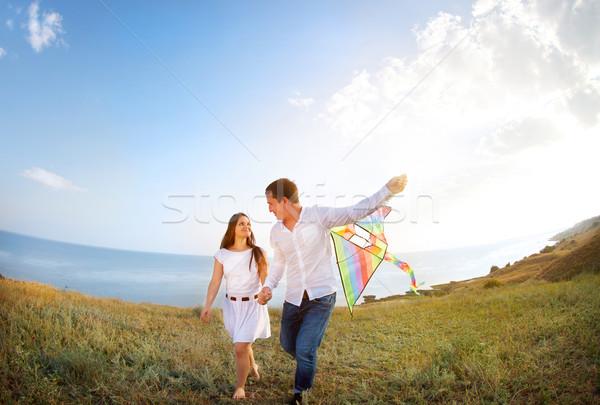 Boldog pár szeretet repülés papírsárkány tengerpart Stock fotó © dashapetrenko