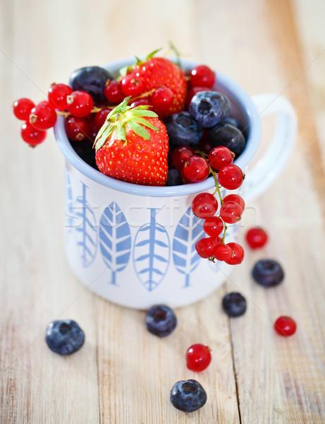 Delicioso fresco frutas branco azul copo Foto stock © dashapetrenko