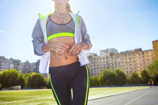 Koşucu stadyum izlemek kadın yaz uygunluk Stok fotoğraf © dashapetrenko