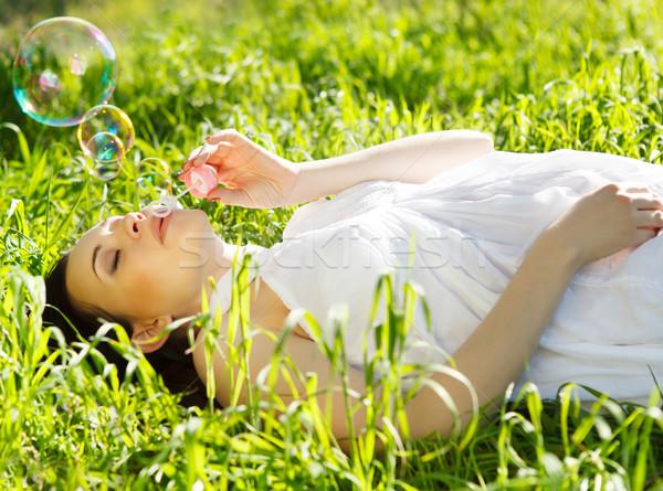 Stockfoto: Mooie · zwangere · vrouw · ontspannen · gras · voorjaar · park