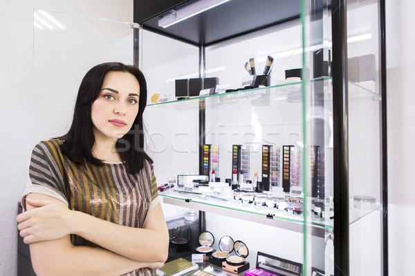 Fiatal nő sminkmester gyönyörű smink szépségszalon nő Stock fotó © dashapetrenko