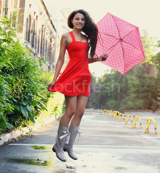 Stockfoto: Portret · mooie · jong · meisje · paraplu · regen · springen