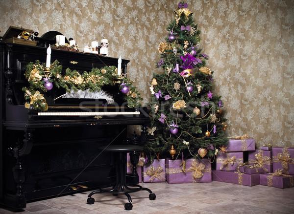 Vintage stanza piano albero di natale candele regali Foto d'archivio © dashapetrenko