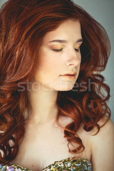 Schönen jungen Rotschopf Frau Sommersprossen Porträt Stock foto © dashapetrenko