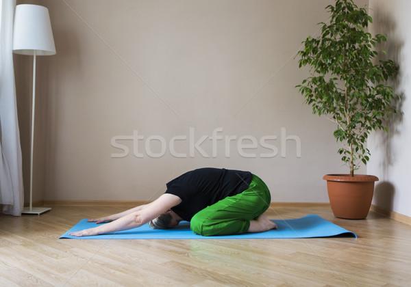 Középkorú nő jóga bent középkorú érett nő lány Stock fotó © dashapetrenko