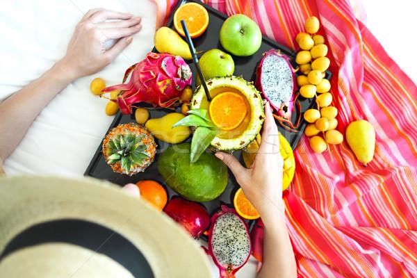 Młoda kobieta egzotyczny owoce taca kobieta Zdjęcia stock © dashapetrenko
