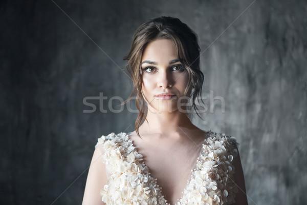 Portré gyönyörű fiatal nő sötét nő lány Stock fotó © dashapetrenko