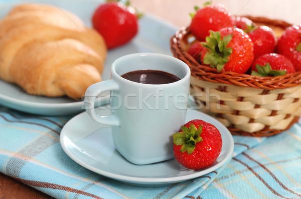 Stockfoto: Heerlijk · ontbijt · warme · chocolademelk · vers · croissants · aardbei