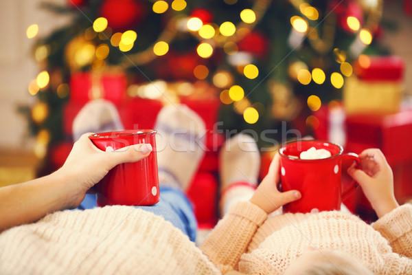 Forró csokoládé kezek boldog nő lánygyermek karácsonyfa Stock fotó © dashapetrenko