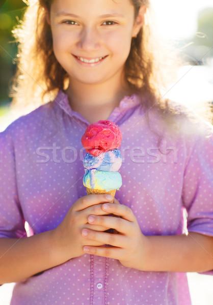 Peu fille cornet de crème glacée mains extérieur Photo stock © dashapetrenko