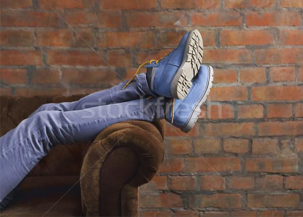 Metade corpo feminino posando jeans botas Foto stock © dashapetrenko