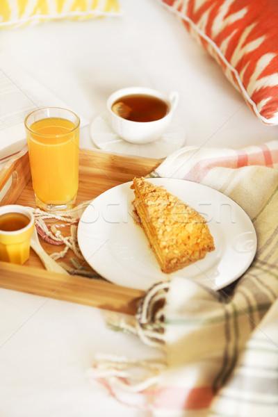 Confortable déjeuner lit thé jus d'orange alimentaire Photo stock © dashapetrenko