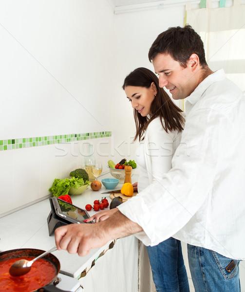 Portrait heureux couple cuisine vin Photo stock © dashapetrenko