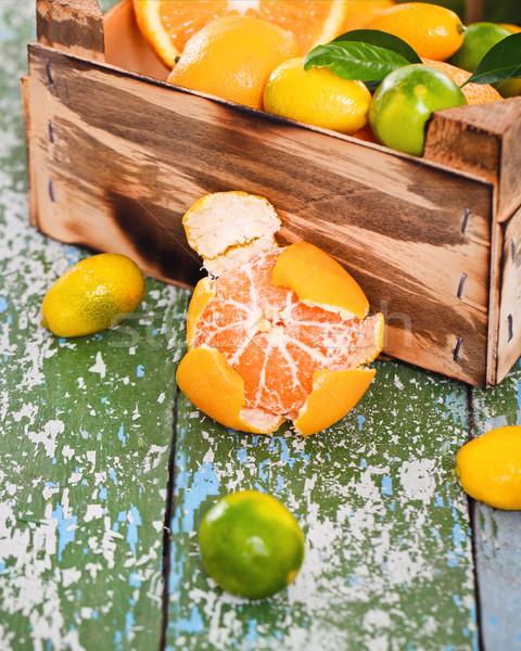 Frescos agrios frutas cuadro rústico Foto stock © dashapetrenko