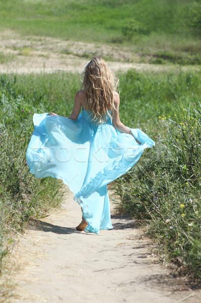 Courir beauté blond fille bleu robe Photo stock © dashapetrenko