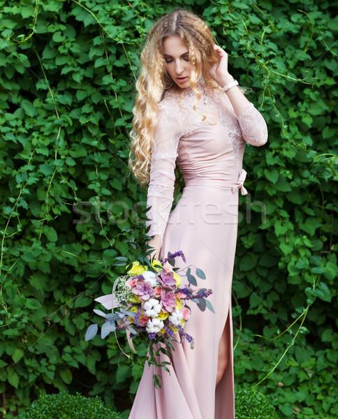 Menyasszony tart esküvői csokor nedvdús virágok retró stílus Stock fotó © dashapetrenko