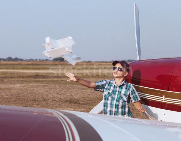 Küçük erkek pilot el yapımı düzlem havaalanı Stok fotoğraf © dashapetrenko