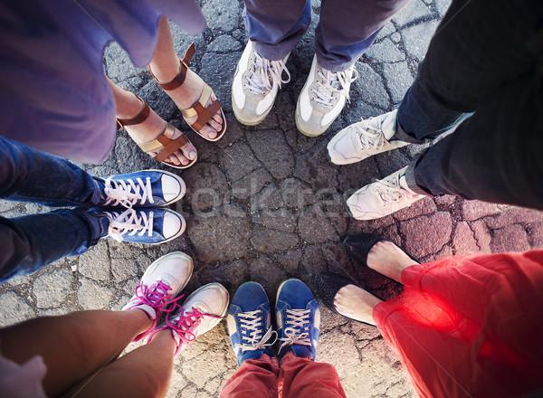 Groep vrienden benen compleet cirkel vriendschap Stockfoto © dashapetrenko