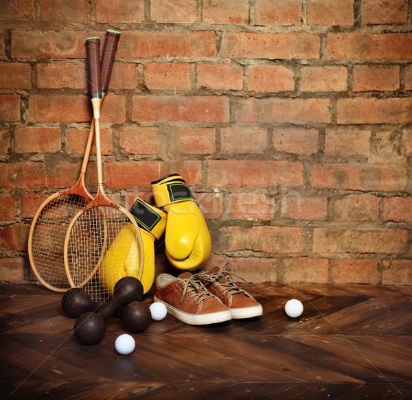 Spor malzemeleri tuğla duvar spor sağlık arka plan Stok fotoğraf © dashapetrenko