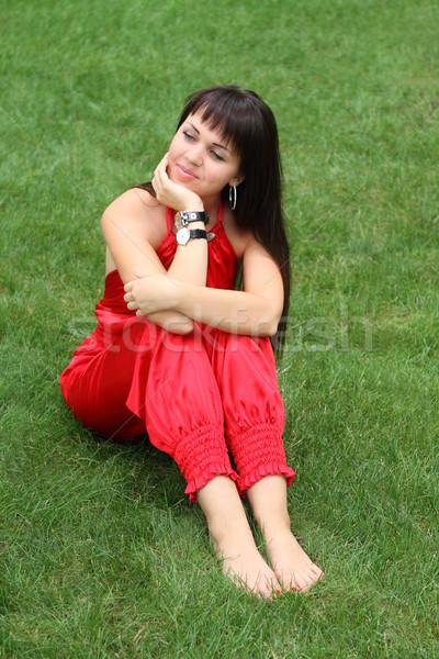 Photo stock: Brunette · fille · rouge · herbe · herbe · verte · mode