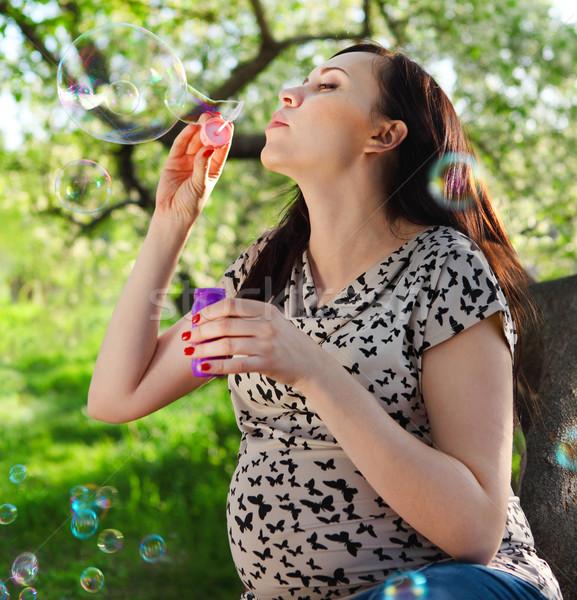 Foto stock: Hermosa · mujer · embarazada · relajante · primavera · parque