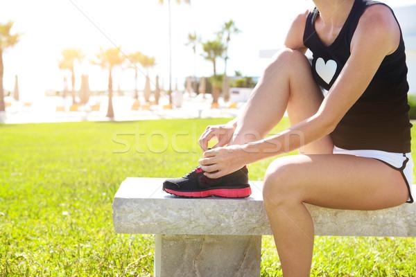 Atleta ragazza scarpe da corsa pronto jogging parco Foto d'archivio © dashapetrenko