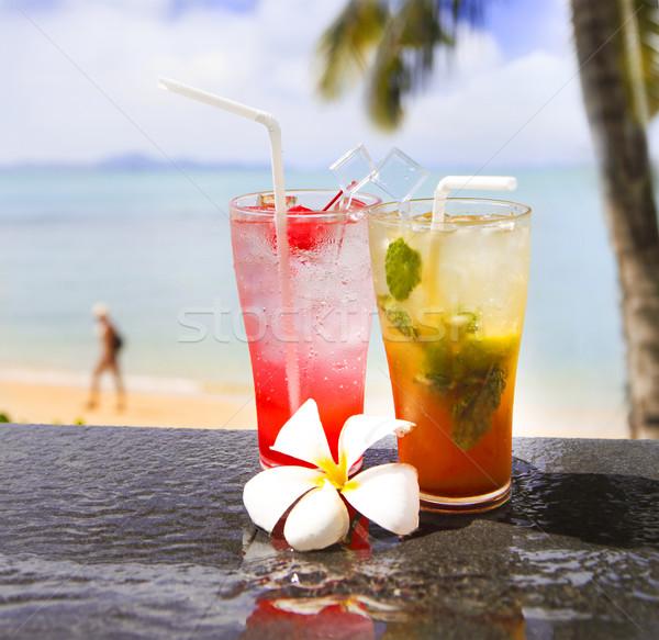 Due esotiche cocktail tropicali spiaggia acqua Foto d'archivio © dashapetrenko