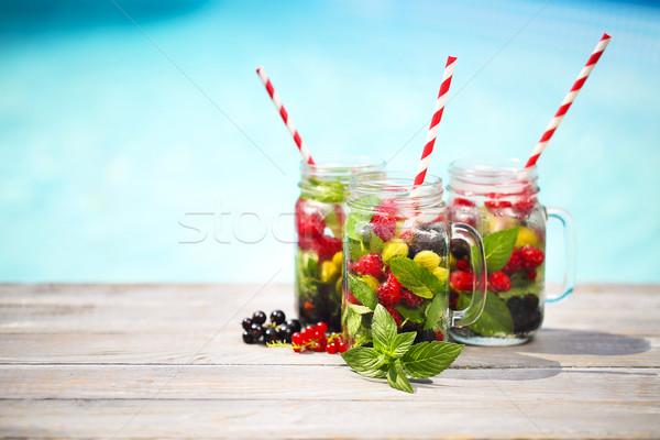 Glas natürlichen Beeren Limonade Pool Strand Stock foto © dashapetrenko