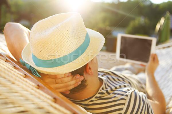 Hombre sombrero hamaca verano día Foto stock © dashapetrenko