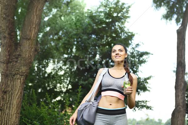 Jonge vrouw lopen park sport activiteit Stockfoto © dashapetrenko