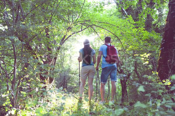 Backpackers foresta due giovani viaggio Foto d'archivio © dashapetrenko