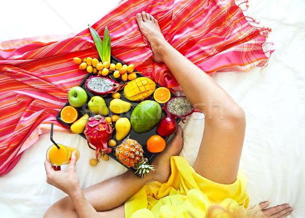 Esotiche frutti vassoio donna Foto d'archivio © dashapetrenko