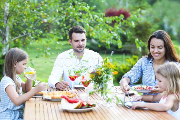 Famiglia felice quattro persone pasto insieme esterna Foto d'archivio © dashapetrenko