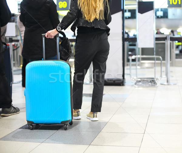 Jonge vrouw bagage luchthaven controleren achtergrond Blauw Stockfoto © dashapetrenko