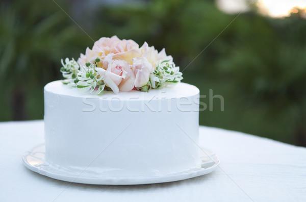 Esküvői torta gyönyörű díszített rózsák rózsaszín étel Stock fotó © dashapetrenko
