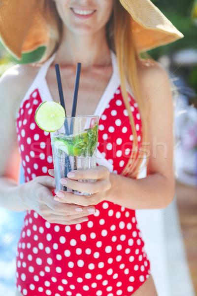 Jeune femme verre limonade extérieur eau fille Photo stock © dashapetrenko
