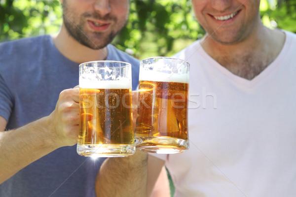 Két férfi világos sör szemüveg kert mosoly férfi Stock fotó © dashapetrenko